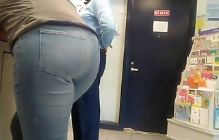 Young mom with a nice booty in her jeans