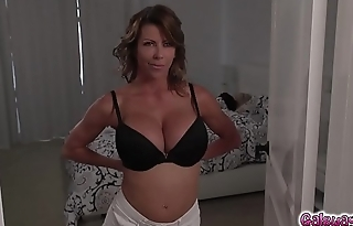 Riley Anne'_s turn to eat Alexis Fawx'_s moist milf twat!