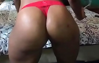 BIG BOOTY STALLION ! SHAKING ALL DAT AZZ