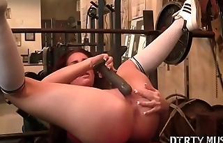 Fitness Porn Star Can'_t Keep Her Hands Off Herself
