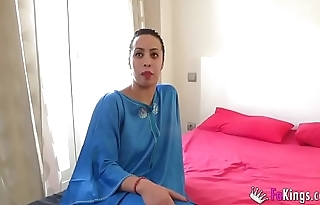 Muslim gal Nayara is back to scream with pleasure in a great lady-love