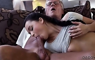 DADDY4K. Cock of mature dad satisfies girl'_s need in good dicking