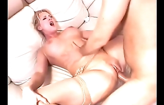 Licking be transferred to blonde milf'_s pussy on be transferred to couch
